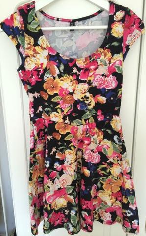 ffc7048c Søt blomstrete kjole - Bloppis