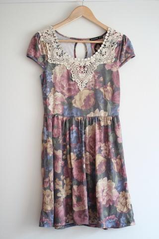 2822b953 Blomstrete kjole - Bloppis