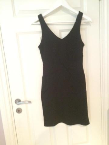 10800e68 Find every shop in the world selling tettsittende kjole med at ...