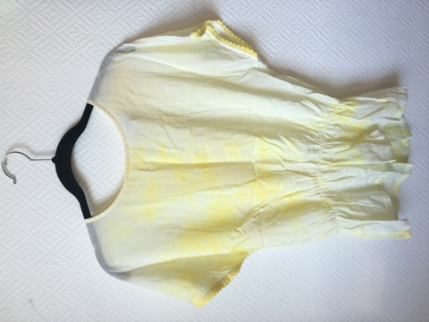 3a7002bc Gul bluse med blonder - Bloppis