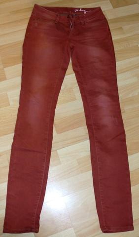29350555 Rød bukse med slitte effekter - Bloppis
