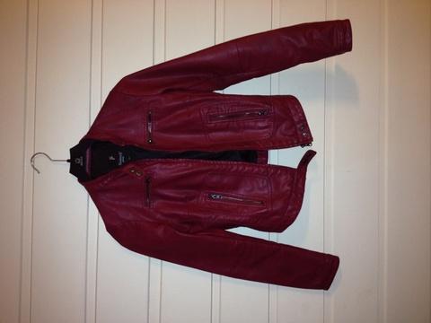 dd0ca18b Rød skinnjakke – Tøj til hver dag