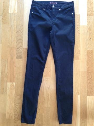 Svarte jeans fra Now and then str. M