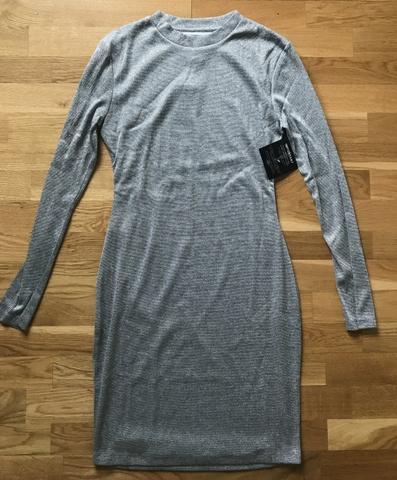 21d0ca37 Ny sølv kjole fra Nelly str. M - Bloppis