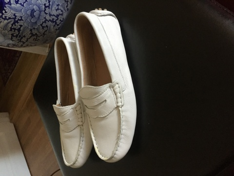 0c3a19bd565 Find every shop in the world selling vintage pumps i skinn fra bally ...