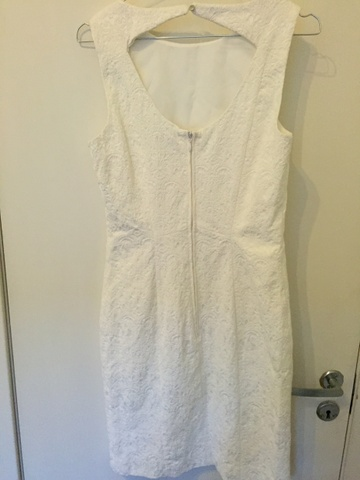 b4b8622f Hvit kjole med åpen rygg - Bloppis