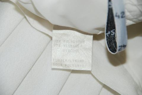 Hvitt skjørt med folder fra Tuzzi. Lengde: ca. 60 cm. Veldig pent brukt kun få ganger.