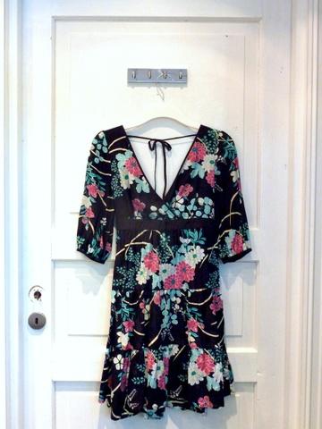 e50cad7e Blomstrete kjole fra Oasis - NEDSATT! - Bloppis