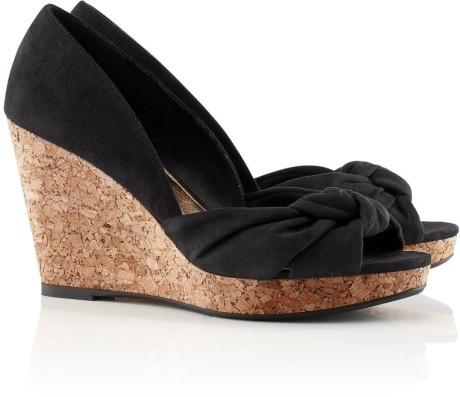 5bd26a0f Sorte sandaler med kilehæl - Bloppis