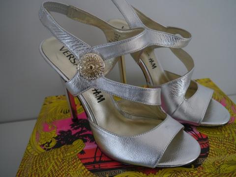 Sandaler med høye hæler oro | Høye hæler, Sko og Versace