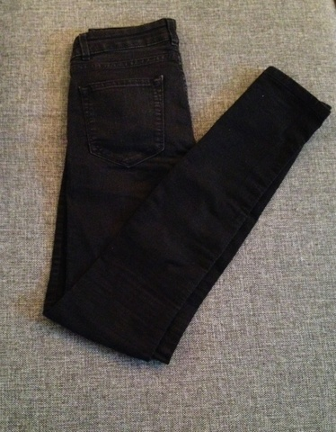 Svart bukse fra bikbok