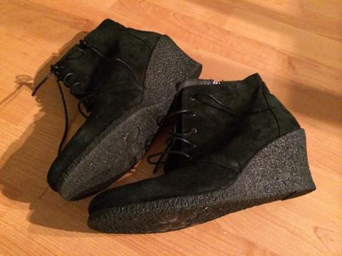 426fb968 Svarte sko med kilehel fra Bianco - Bloppis